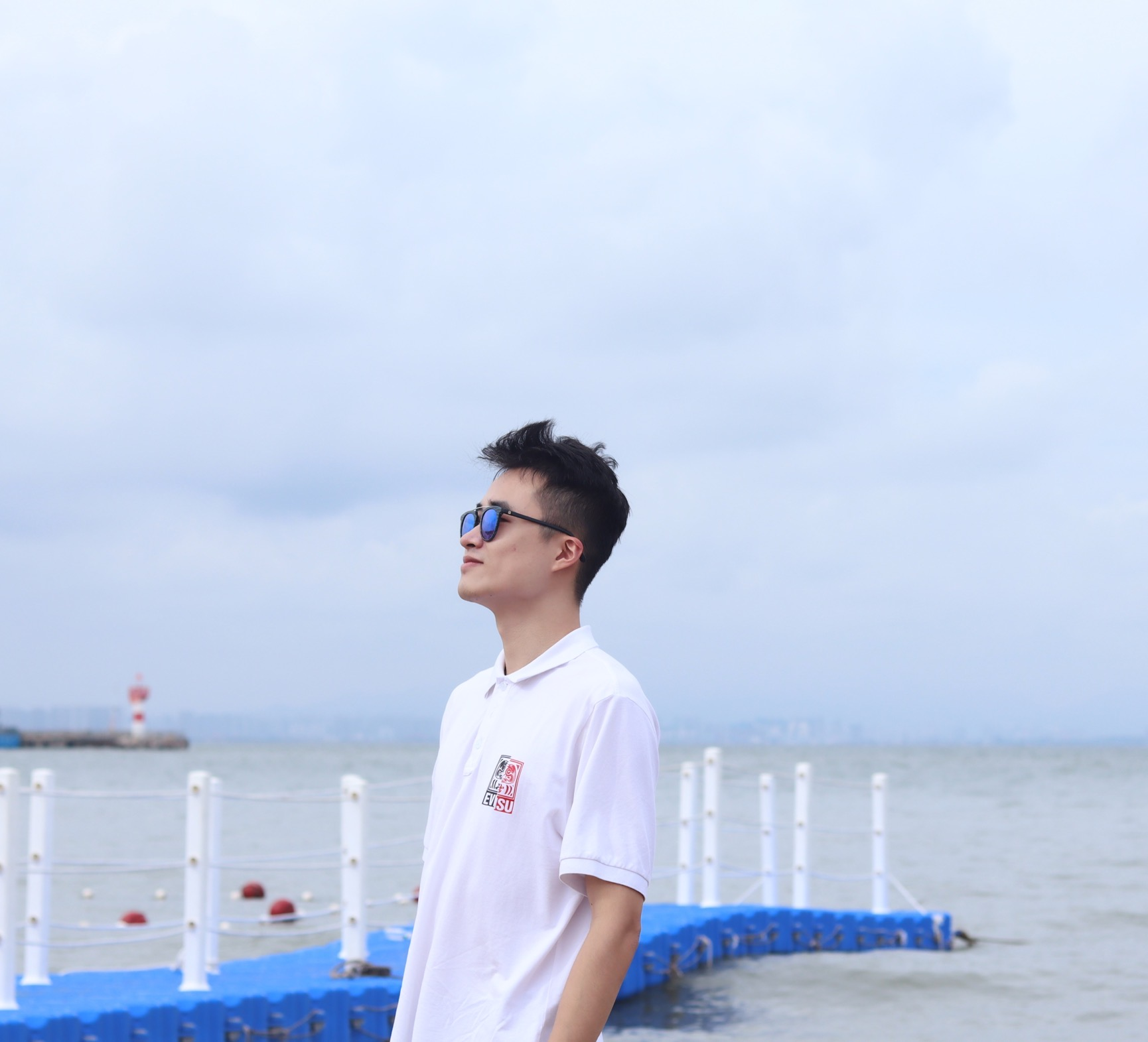 Qinhong Zhou <br> 周沁泓